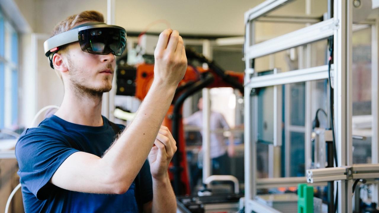 虚拟现实技术可让工程师在实际制造之前全面检查原型。