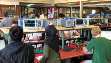 The School of Physics recently replaced their existing oscilloscopes with R&S RTB2000 and R&S RTM3000 oscilloscopes.