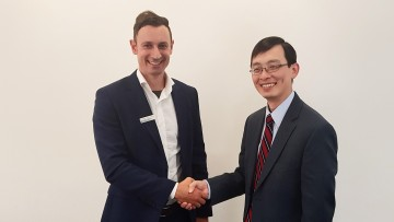Dr. Nik Dimitrakopoulos, Rohde & Schwarz (left), and Will Chu, Marvell Semiconductor, Inc. (right).