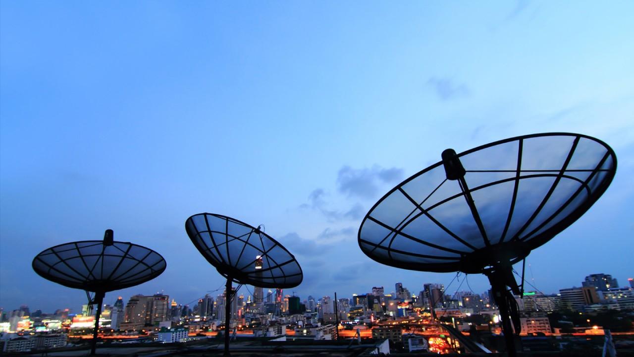 Satellite uplink | Rohde & Schwarz